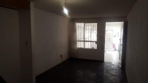 casa lista para ocuparse muy cerca de av. principal y centros comerciales.