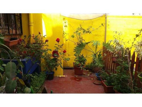 casa - local comercial - 250 metros totales, 220 construídos + sótano. metro santa isabel, parque bustamante, barrio italia.
