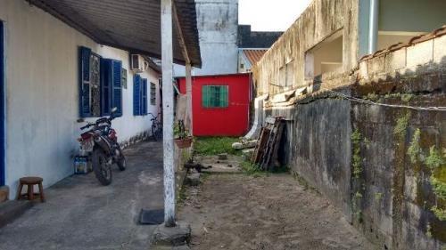 casa localizada no jardim iemanjá, itanhaém-sp