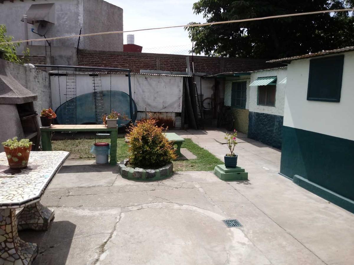 casa lote ppio, jardin, fondo, y depto 2 amb con entrada ind