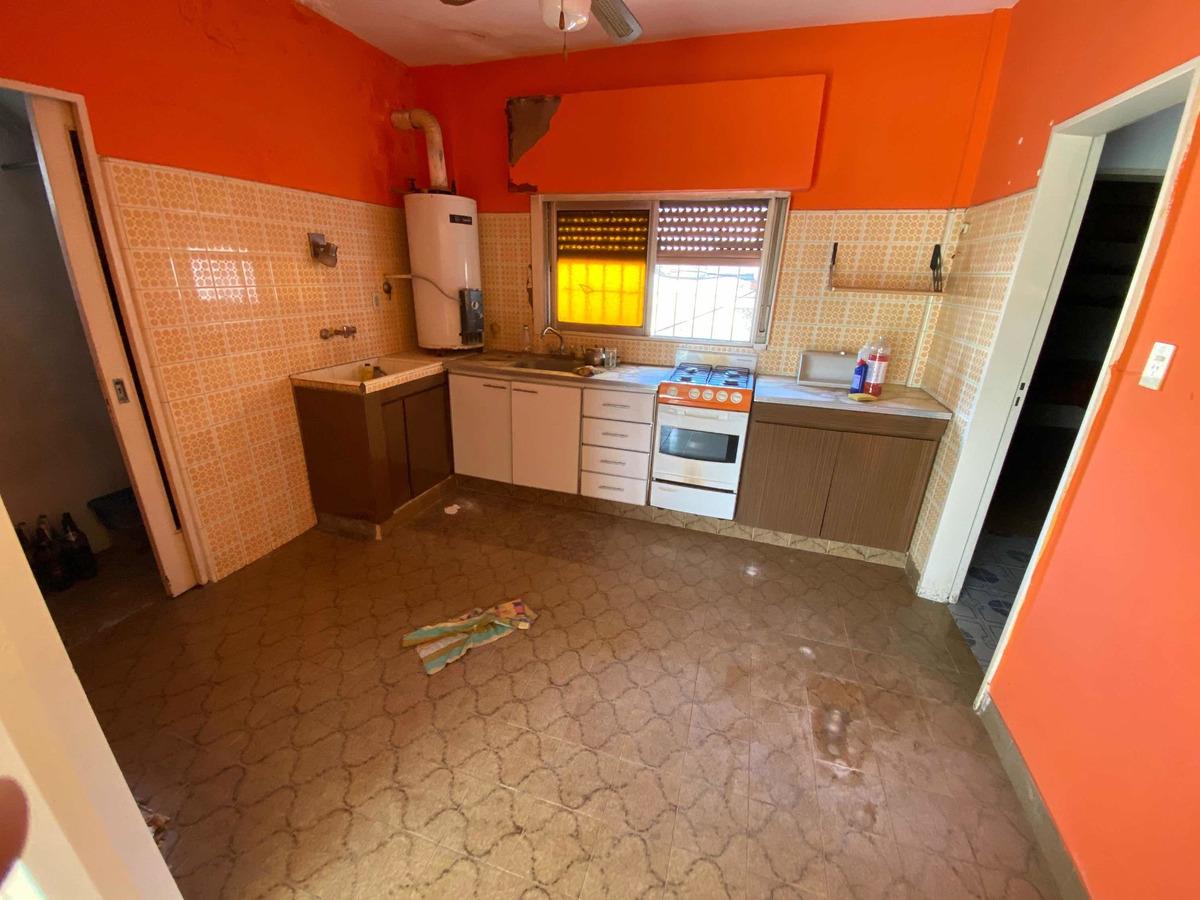 casa lote propio 2 departamentos y 1 galpón ideal 2 familias