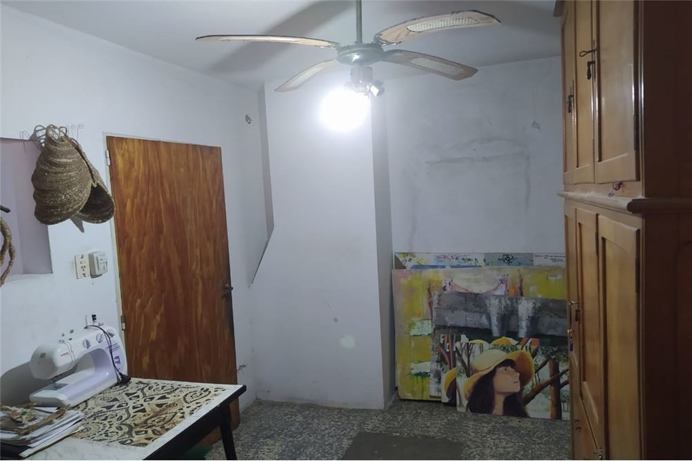 casa lote propio 4 ambientes,2 locales, moreno
