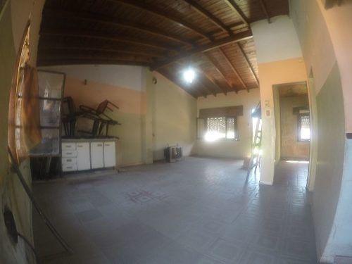 casa lote propio - a reciclar - jardãn - fondo