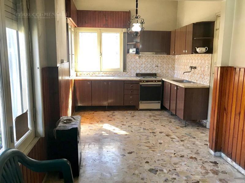 casa lote propio a refaccionar  - villa ballester - zona holters - 3 ambientes