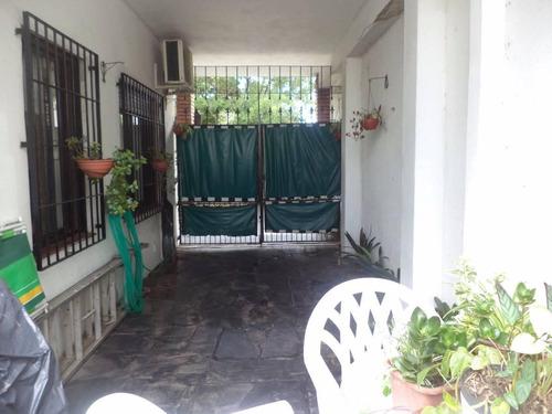 casa lugones al 200 quilmes  -5 ambientes  impecable !!!