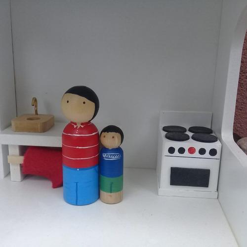 casa madera waldorf + muñecos de madera +  muebles baum.