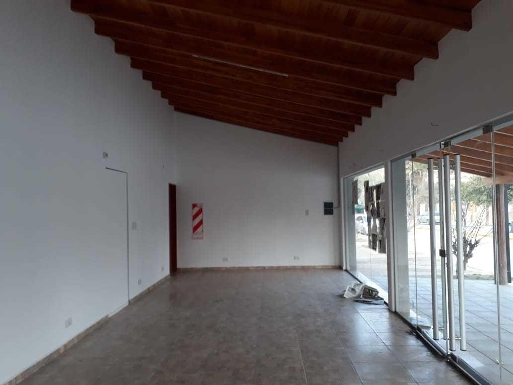 casa mas local en venta en el centro de bialet masse.(c59)
