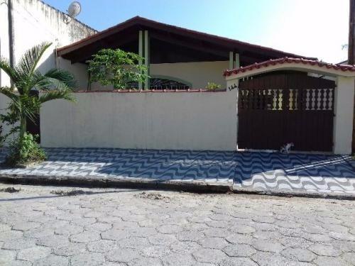 casa medindo 250 m²,com 3 dormitórios sendo um com suíte.