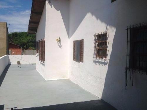 casa medindo 250m²,com 2 dormitórios,em itanhaém