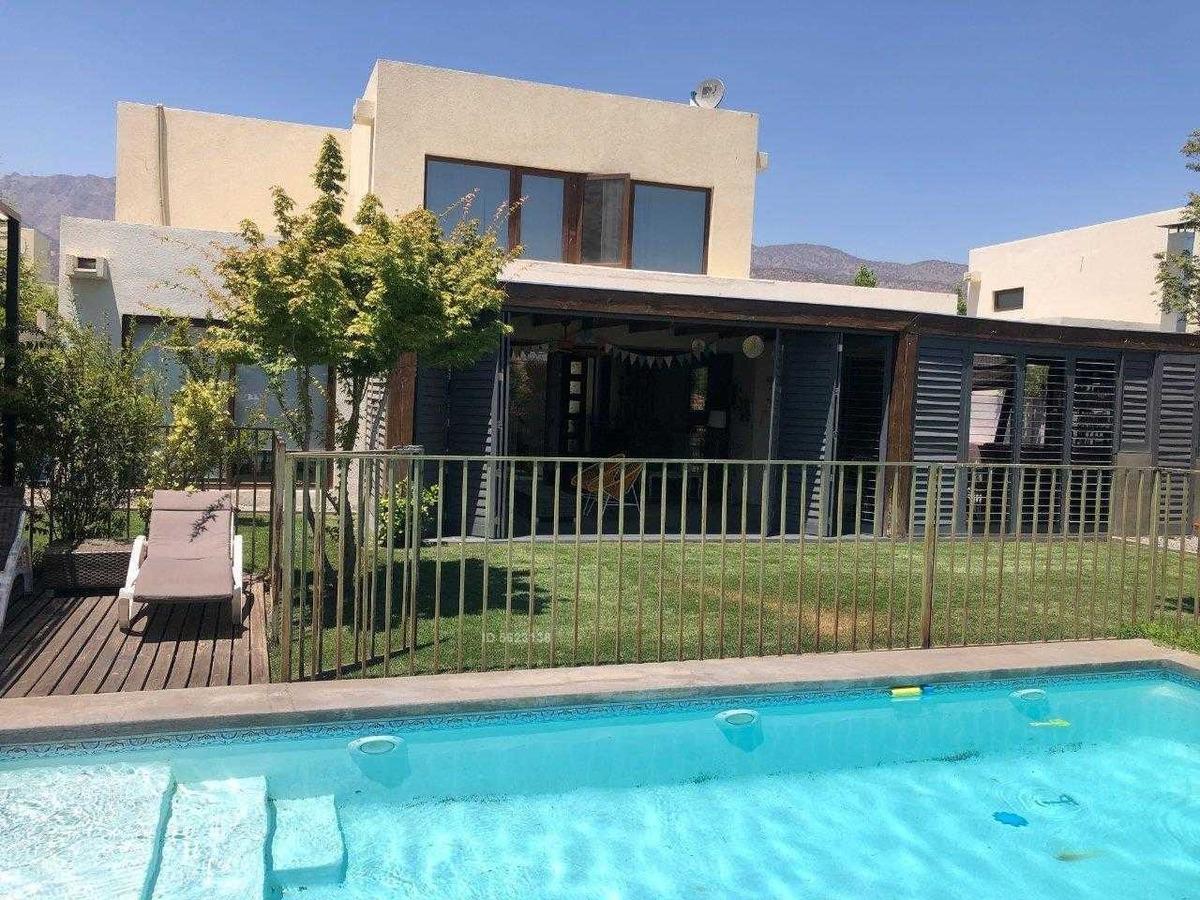 casa mediterranea piedra roja, no perimetral / 3 dorms + servicios + quincho piscina