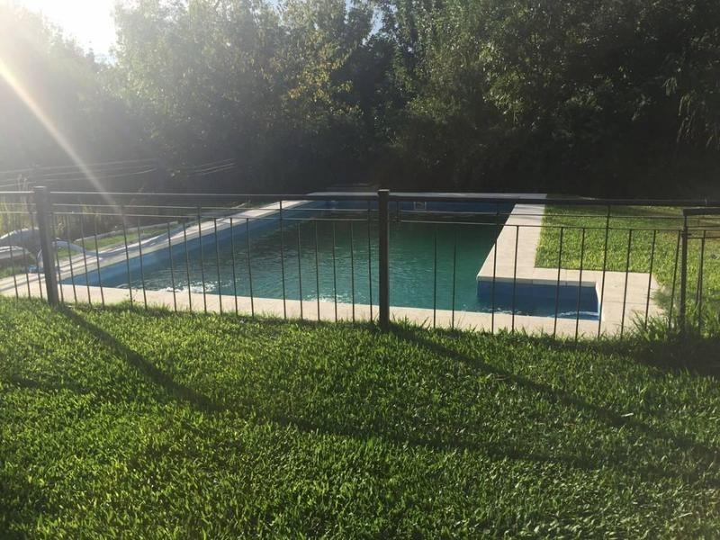 casa minimalista en barrio cerrado el centauro, canning con piscina