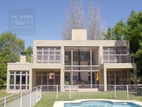 casa minimalista en  el ombu