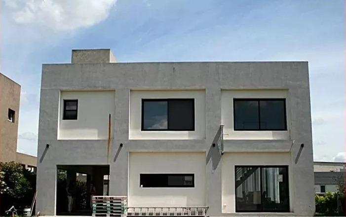 casa minimalista en haras maria victoria