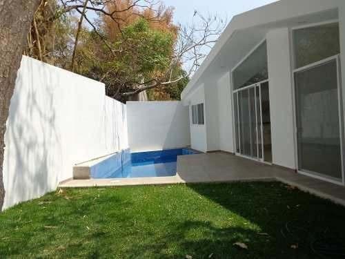 casa minimalista en un solo nivel, al norte de cuernavaca.