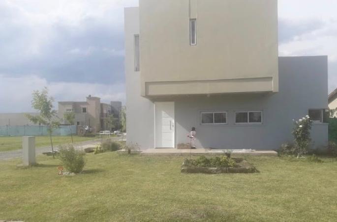 casa minimalista oportunidad barrio laguna azul