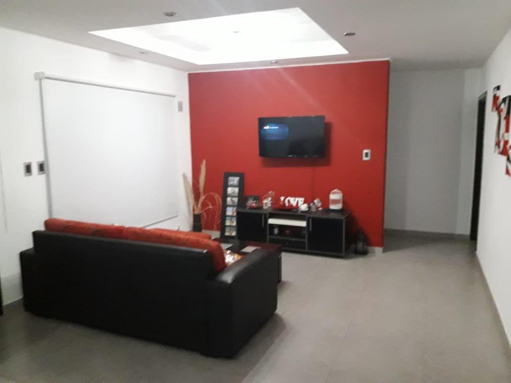 casa moderna con amplio lote