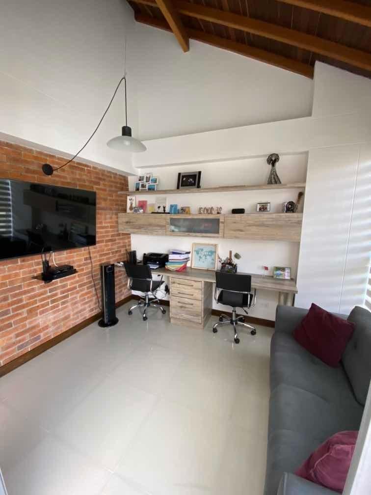 casa moderna de 3 habitaciones y biblioteca