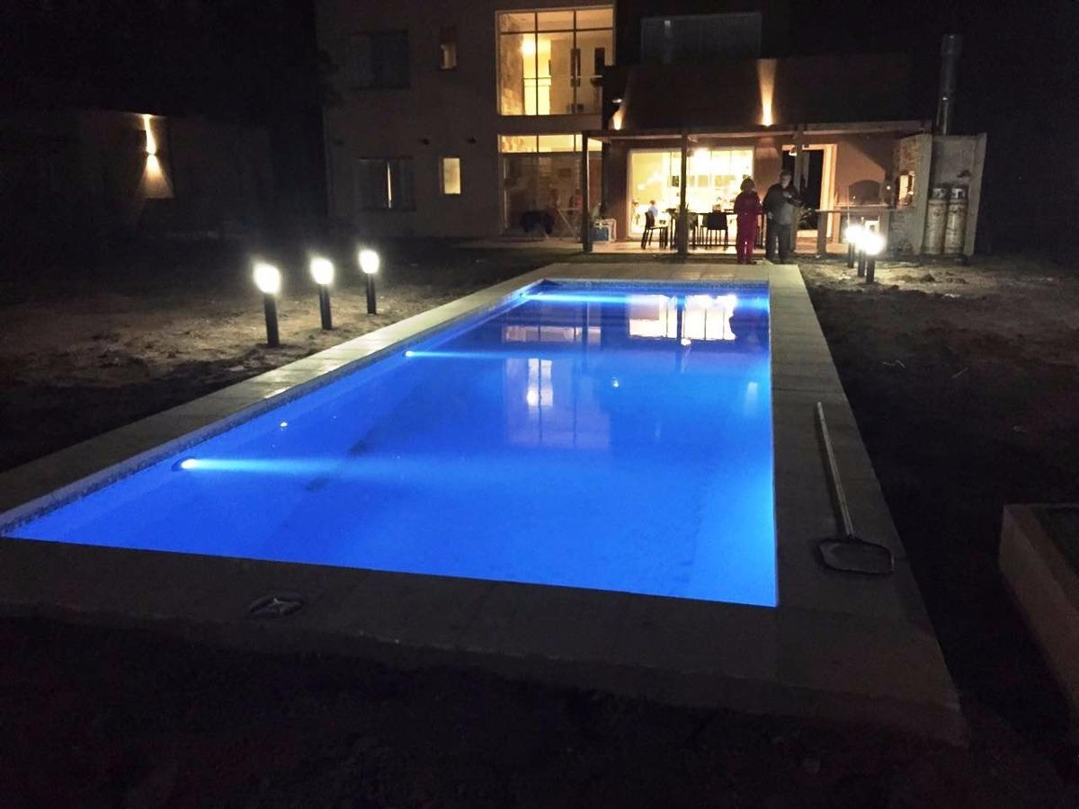 casa moderna en country, hermoso lote y piscina!