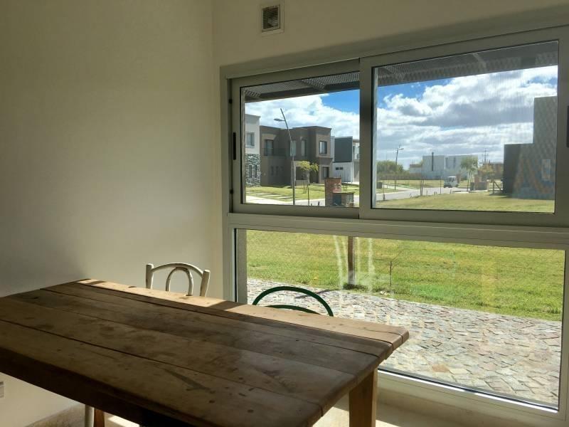 casa moderna minimalista de excelente calidad a estrenar en venta en castanos, nordelta
