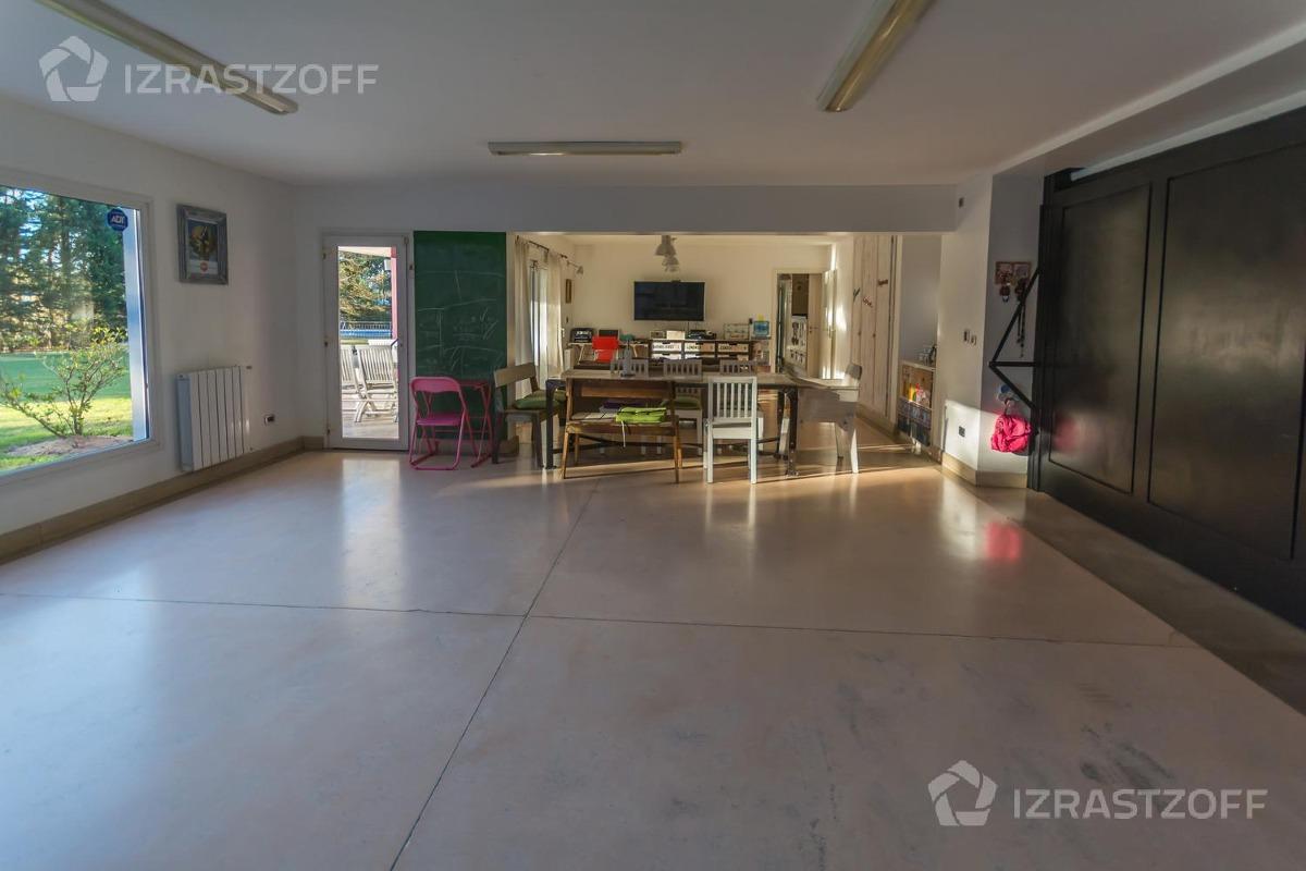 casa moderna, práctica y luminosa