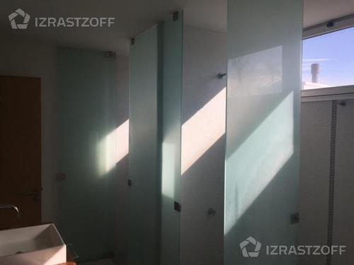casa moderna, práctica y muy luminosa