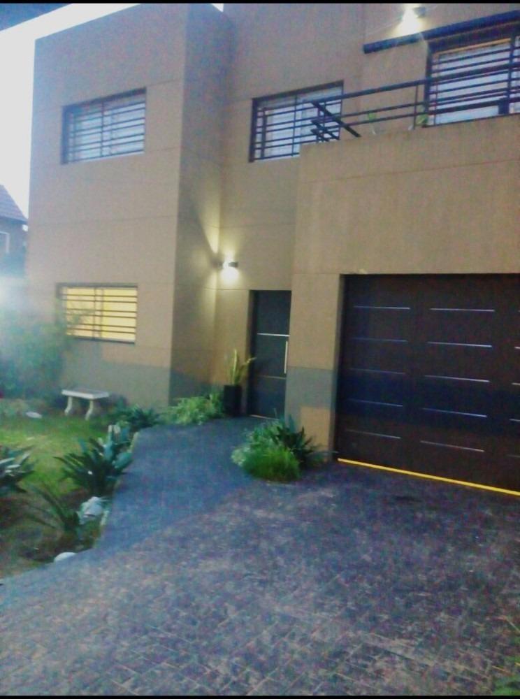 casa moderna semi nueva barrio los cedros quilmes o en venta