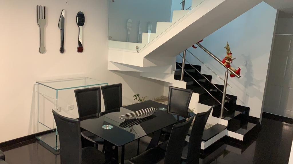 casa moderna/minimalista en óptimas condiciones