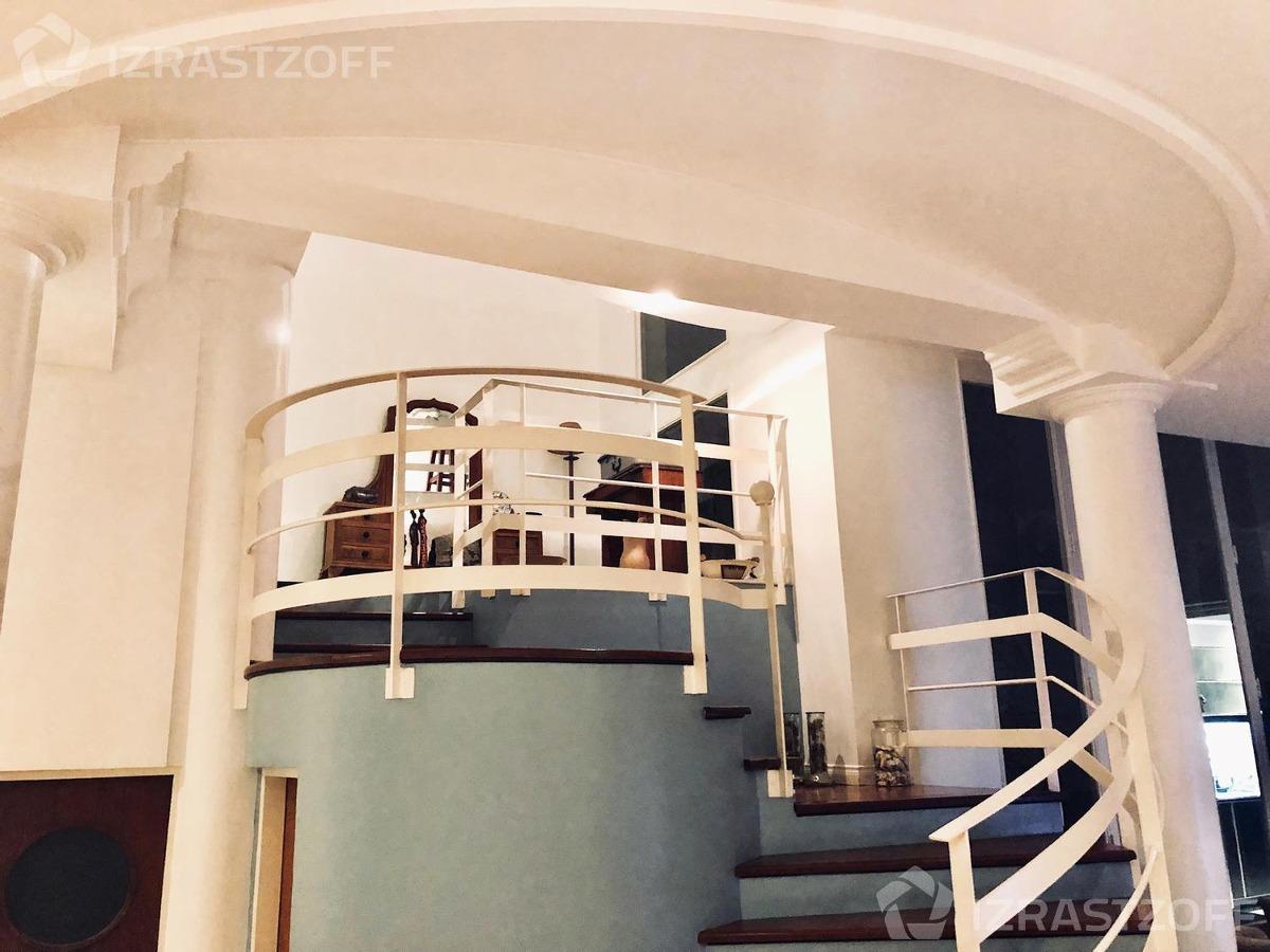 casa modernizada conservando su fachada original