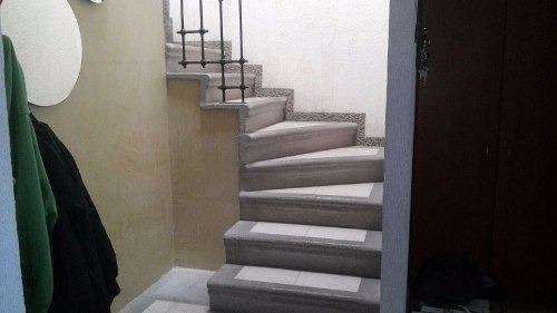 casa modificada, con ampliaciones, en esquina y excedente de