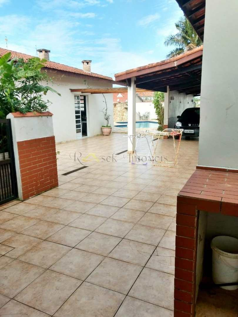 casa muito ampla com piscina e a 100m da praia - cod: 154 - v154