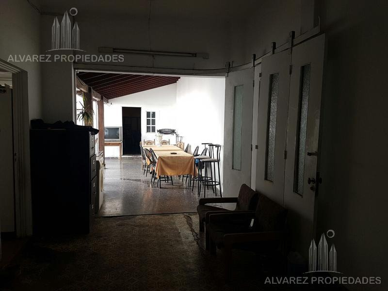 casa multifamiliar 8 amb. - villa ballester centro
