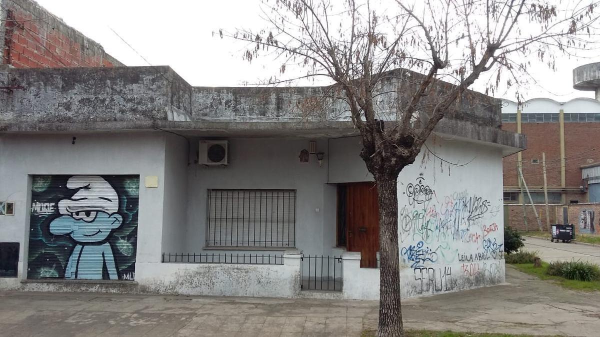 casa multifamiliar con local en beccar