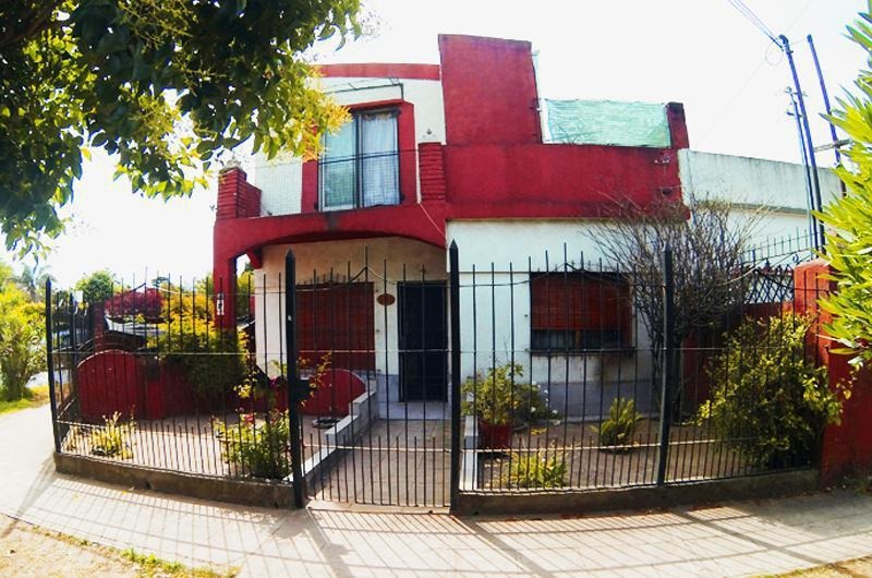 casa multifamiliar con local - ituzaingó