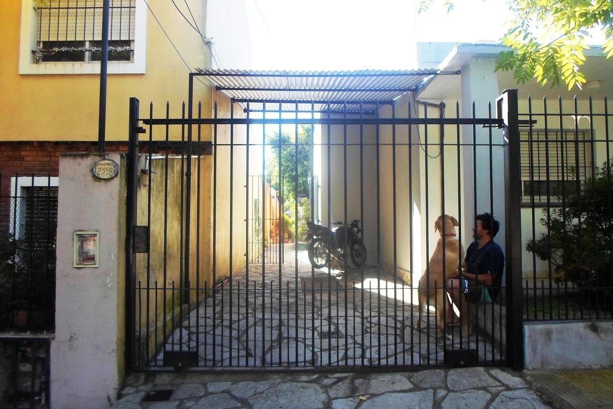 casa multifamiliar de 4 ambientes con patio en beccar.
