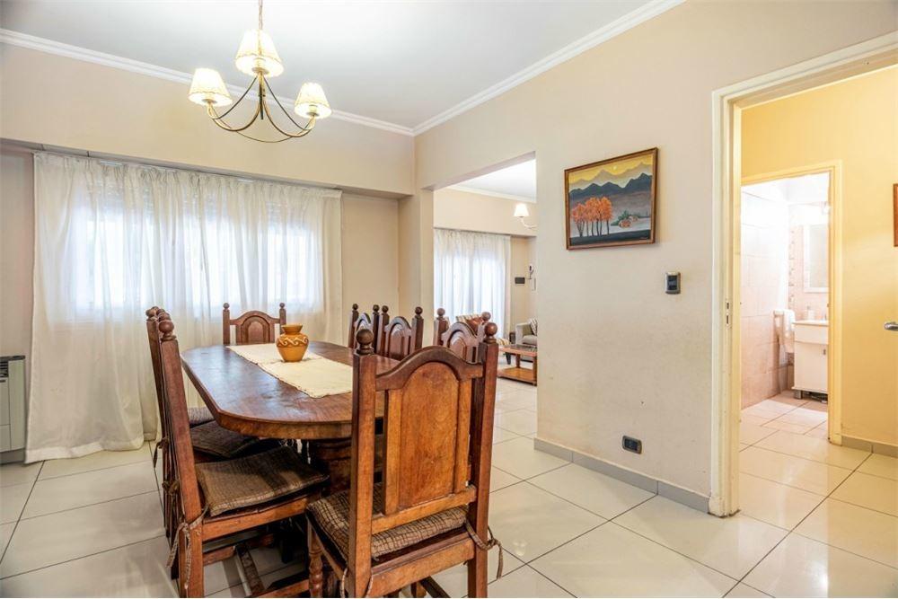 casa multifamiliar (tres ambientes c/u) martinez