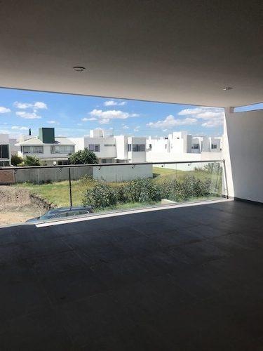 casa muy amplia en venta en pedregal de vistahermosa