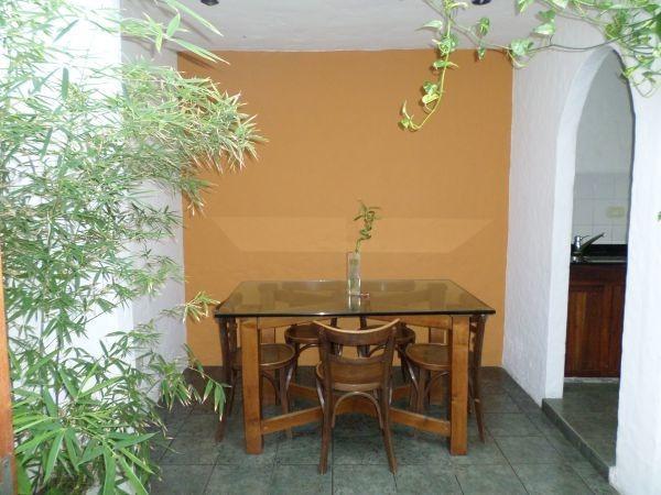casa muy bonita 5 ambientes en centro de lanus.