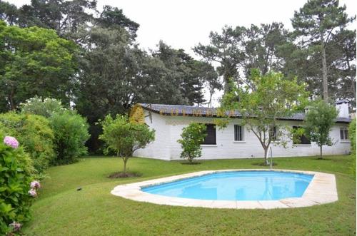 casa muy buena construccion cuenta con piscina. - ref: 743