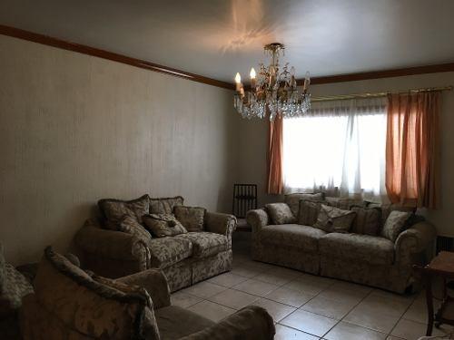 casa muy céntrica de fácil acceso, equipada, lavadora y secadora.