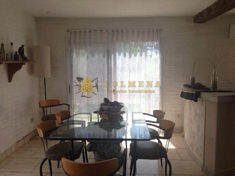 casa muy cerca del pueblo jose ignacio en la unica calle con permiso para gastronomia y a 2 cuadras del mar.-ref:746