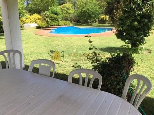casa muy comoda cuenta con piscina. - ref: 707