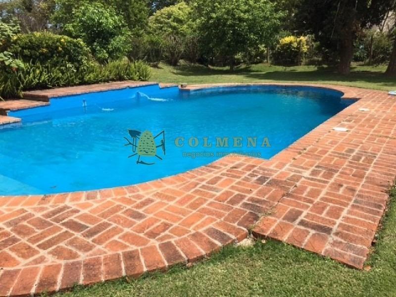 casa muy comoda cuenta con piscina.-ref:707