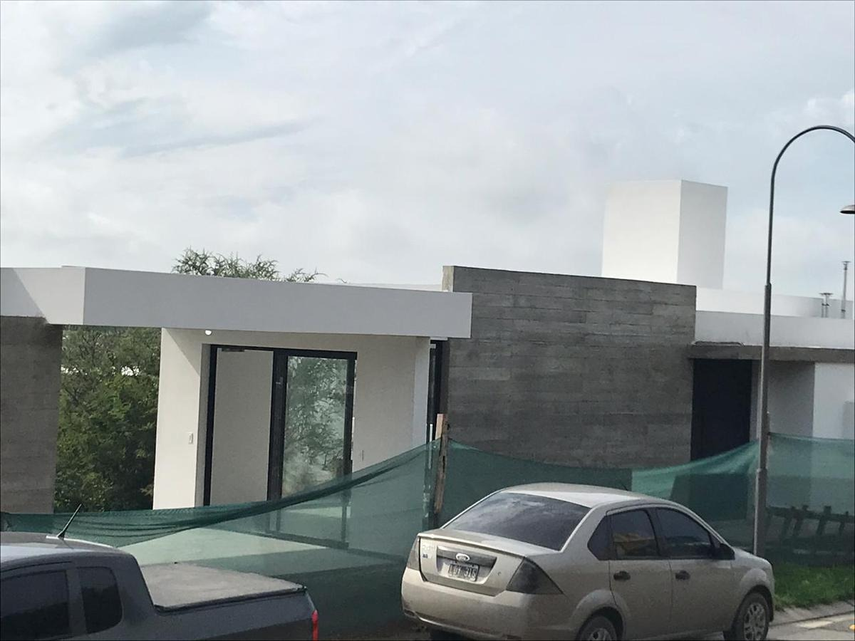 casa muy moderna de tres dormitorios en las cañitas a estrenar