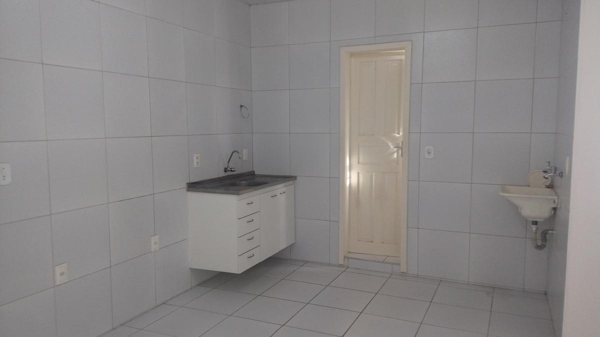 casa na parquelândia, sala, cozinha, banheiro