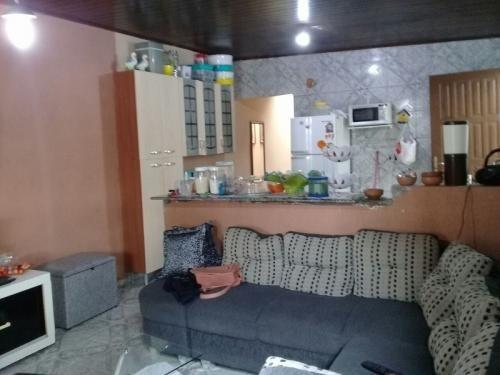 casa na praia, 2 quartos, local de moradores, pavimentado.