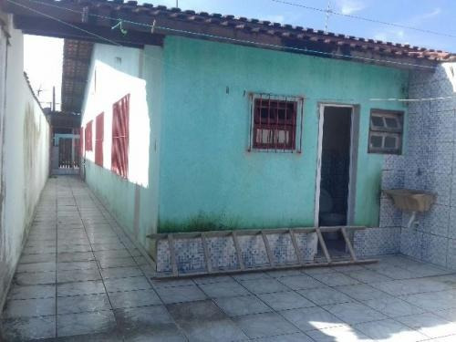 casa na praia de mongaguá, com escritura, 2 quartos, ampla.