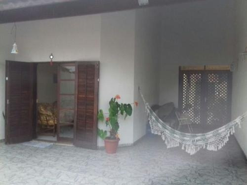 casa na praia,com 2 quartos a 300 mtr do mar,em itanhaém-sp