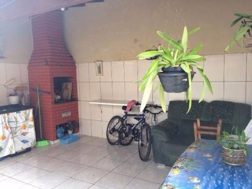 casa na praia,medindo 130m²,com 2 quartos,em itanhaém/sp