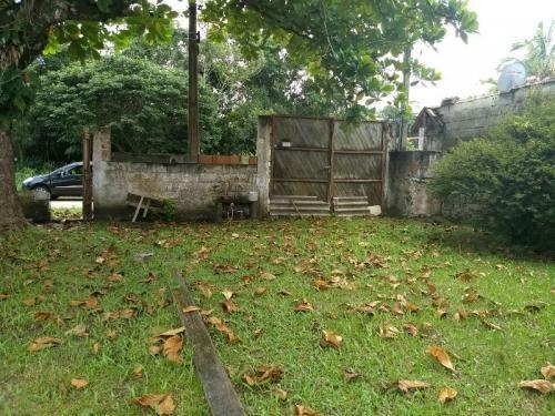 casa no balneário gaivota, em itanhaém, rua de terra.