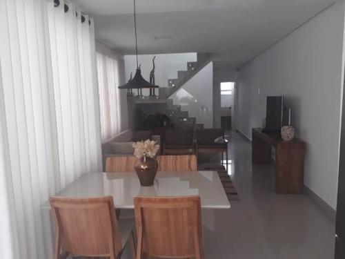 casa no centro de peruíbe, litoral sul de sp, 400 mts do mar